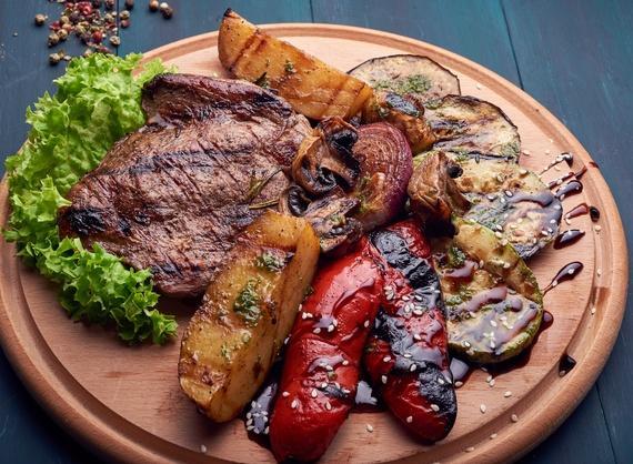 Говяжий стейк с овощами-гриль