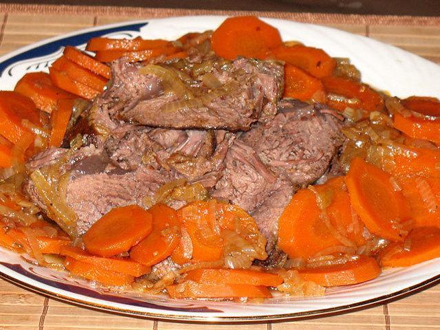 Говядина в морковно луковом соусе