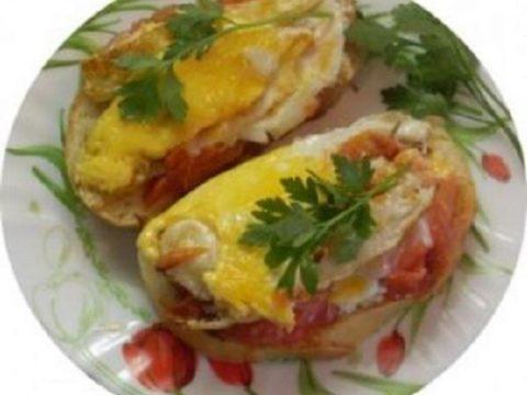 Бутерброды с яйцом и помидорами