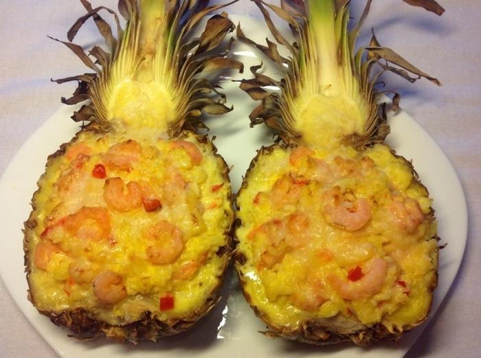 Фаршированный креветками ананас