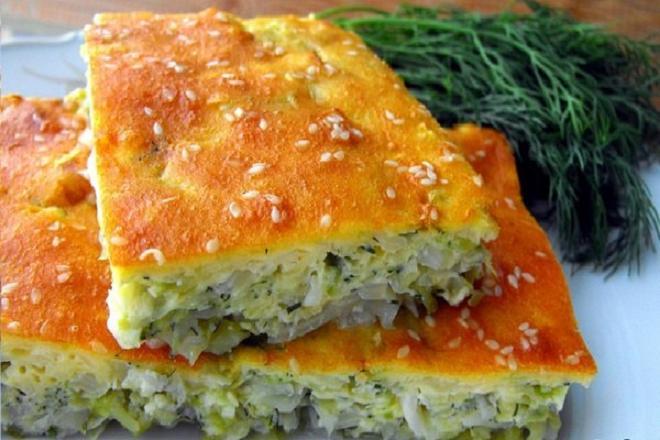 Слоеный пирог с капустой в духовке из покупного теста