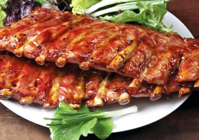 Запеченные свиные ребра в соусе барбекю