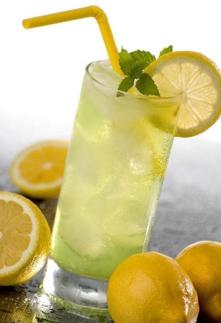 Полезна ли для здоровья вода с лимоном