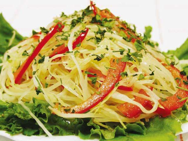 Салат из белокочанной маринованной капусты