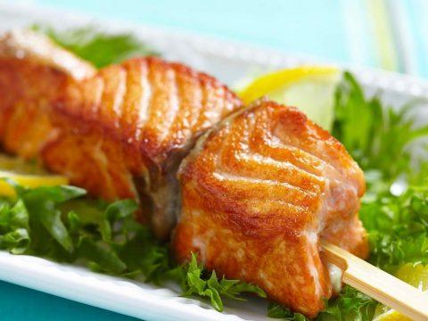 Шашлыки из лосося на шпажках