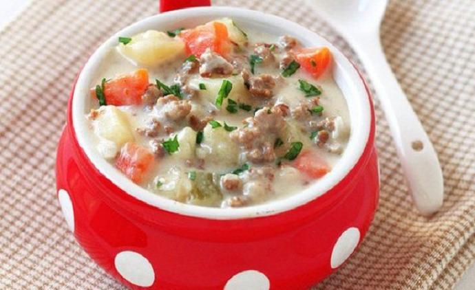Суп с говяжьим фаршем и плавленым сыром