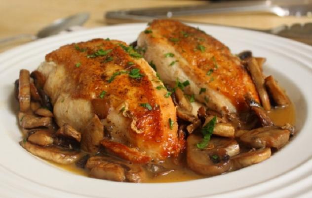Цыплята жареные с грибами