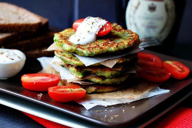 Вкусные и нежные оладьи из брокколи и сыра