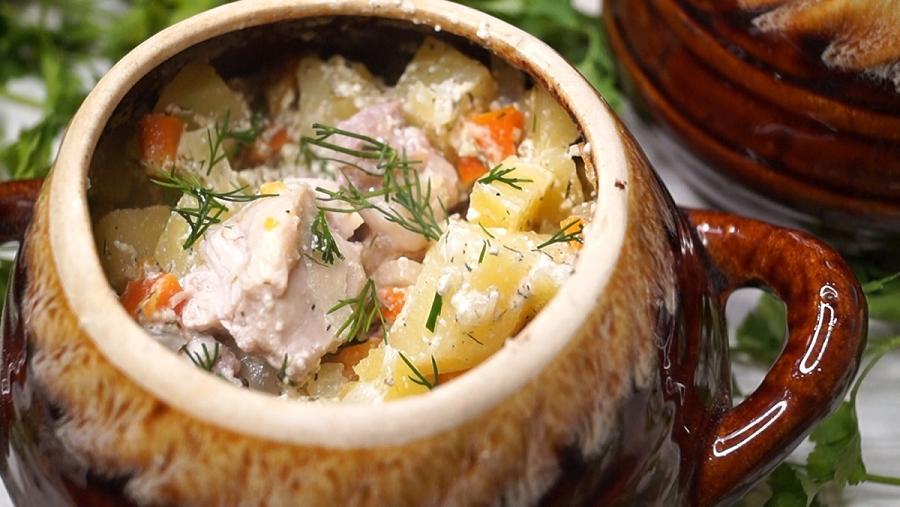 Вкусное жаркое в горшочке с картошкой