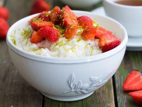 Рисовая каша с ягодами