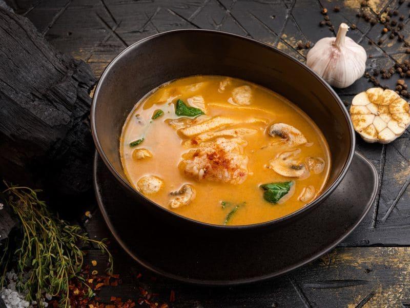 Тайский суп с кокосовым молоком и тунцом