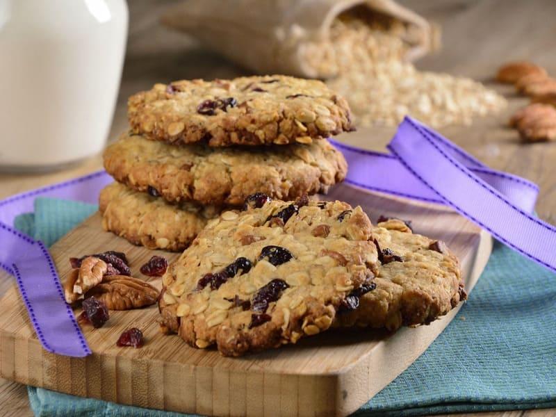 Хрустящее печенье с орехами, клюквой и шоколадом