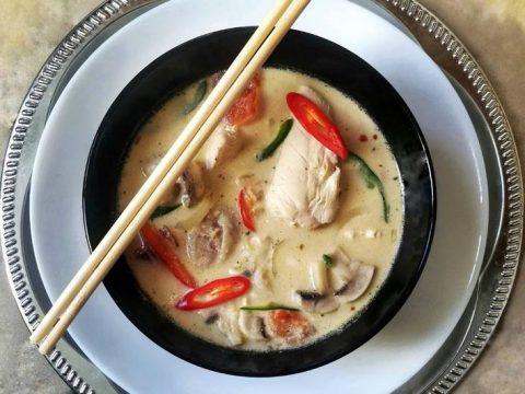 Тайский куриный суп (Том Кха Гай) на кокосовом молоке со специями