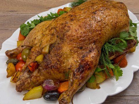 Утка, запеченная с овощами