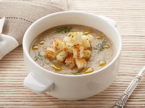 Суп луковый с сухарями в горшочке