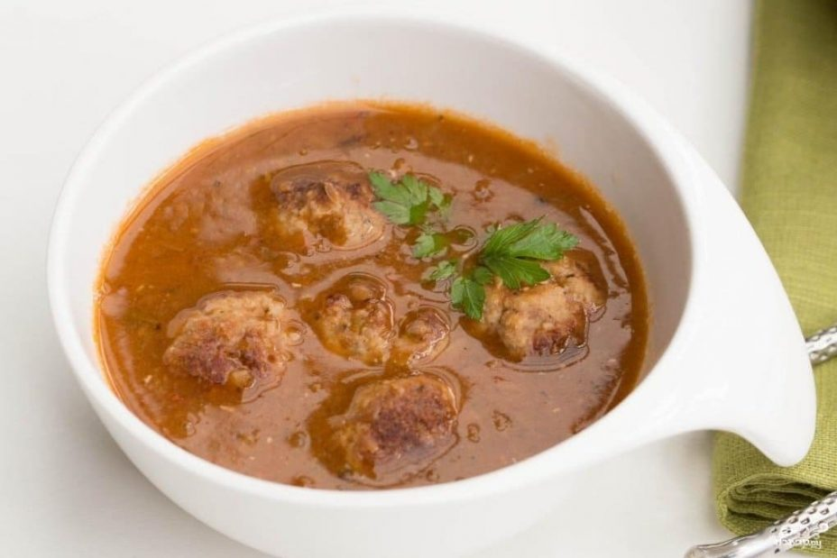 Томатный суп с тефтелями из шампиньонов