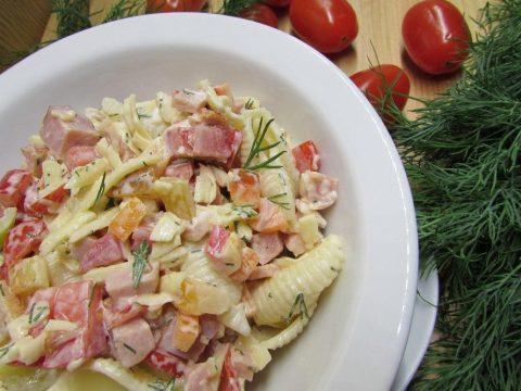 Cалат с сыром и макаронами