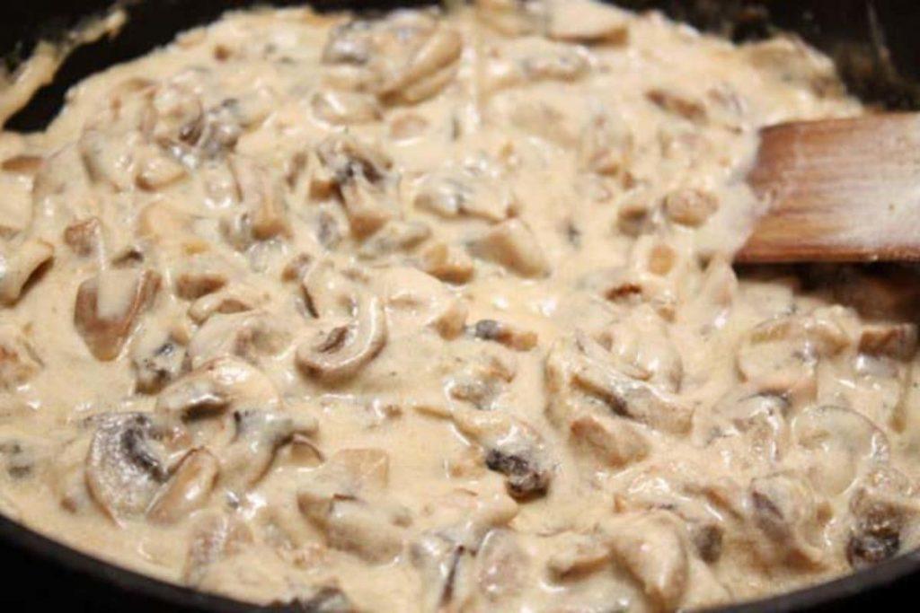 Сметанно-грибной соус из шампиньонов