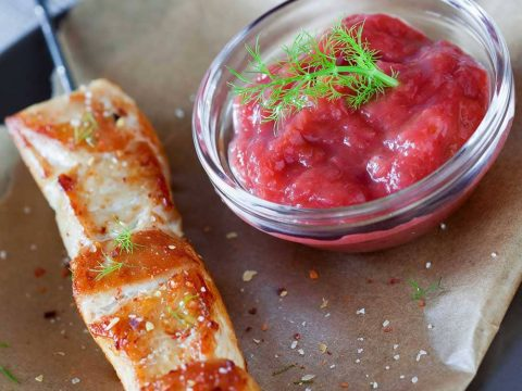 Кисло - острый соус из ревеня к мясу