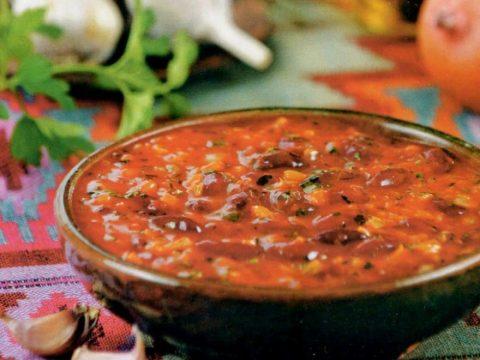 Мясной соус с помидорами и спаржевой фасолью