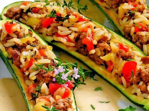 Цуккини под сыром фаршированные рисом и овощами