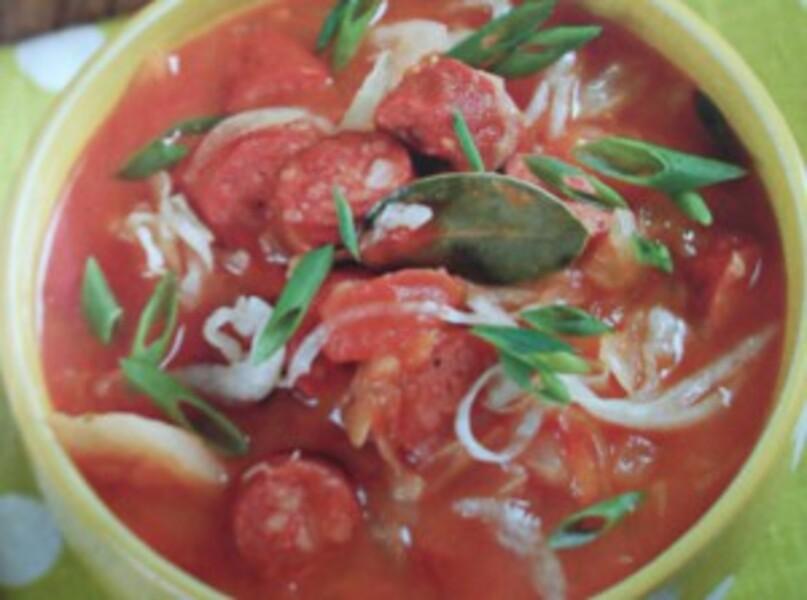 Суп с квашеной капустой и охотничьими колбасками