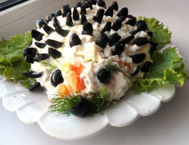 """Праздничный новогодний салат из овощей """"Ежик"""""""