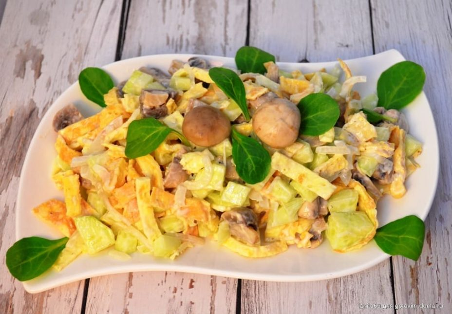 "Салат с блинчиками из яиц ""Гости на пороге"""