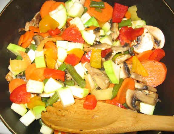 Смешиваем овощи и грибы