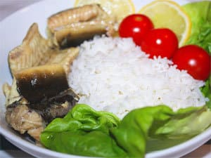Тушеный угорь с овощами и рисом