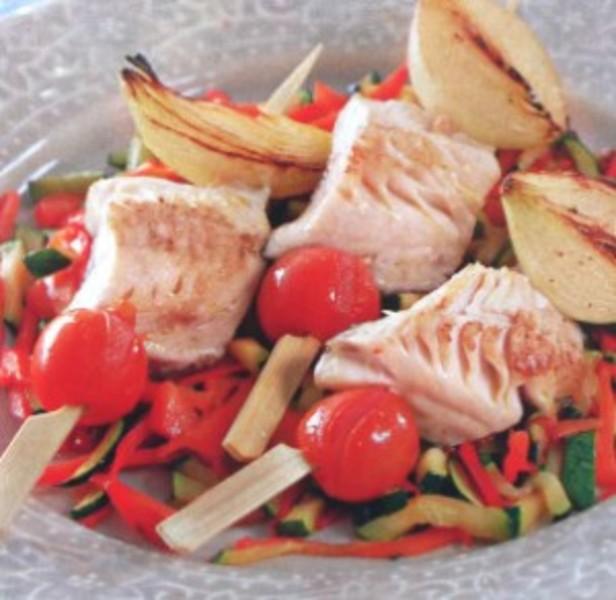 Рыба жаренная на гриле с овощами