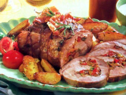 Свиная шейка, фаршированная овощами