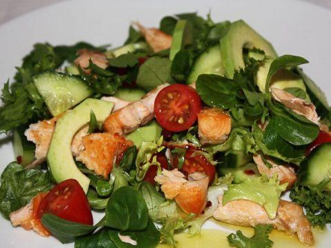 Нежный салат из семги с авокадо