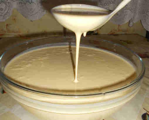 Наливаем тесто в миску