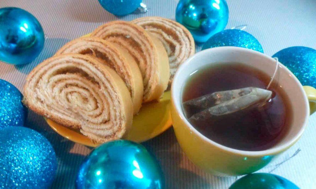 Новогодний нежный рулет с грецкими орехами