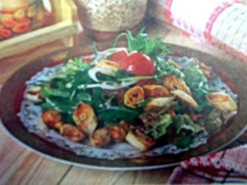 Салат с острыми рулетиками из лаваша