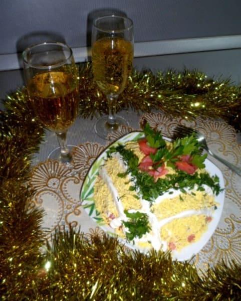 """Салат """"Нежное море"""" с семгой и кукурузой"""