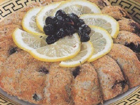Рисовый пирог с черной смородиной и лимоном