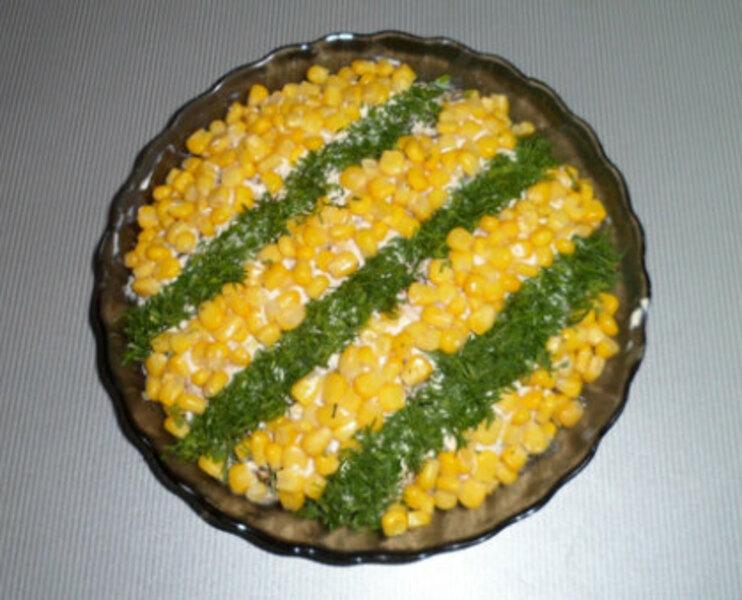 Салат с курицей, черносливом и грецкими орехами «Пикантный»
