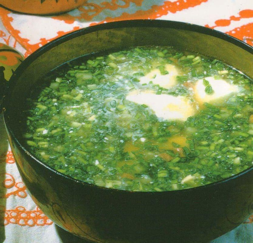 Холодные зеленые овощные щи со сметаной