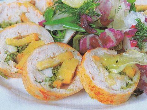 Рулеты из куриных грудок с сыром моцарелла, чесноком и базиликом