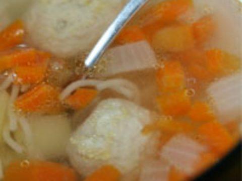Детский куриный супчик с лапшой и овощами