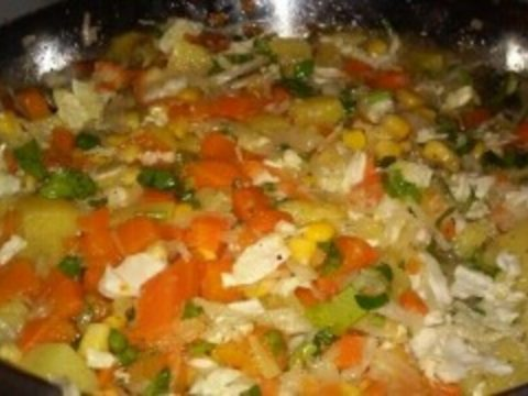 Салат «Вечернее солнце» с кукурузой и овощами