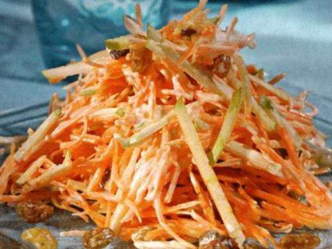 Постный салат из моркови, яблок, орехов и сухофруктов