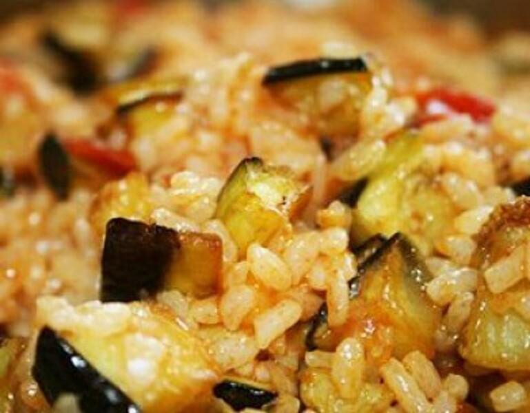 Ароматный рис с баклажанами