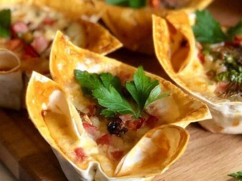 Мексиканская закуска с курицей в корзиночках из лаваша