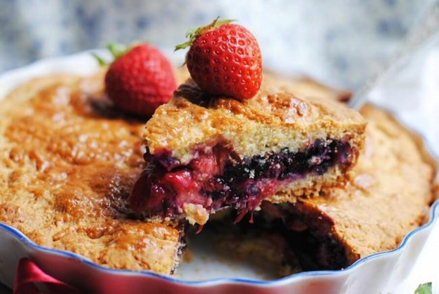 Закрытый клубнично — черничный пирог