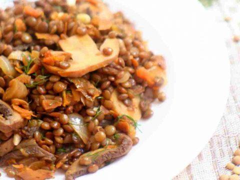 Чечевица с шампиньонами и луком на сковороде пошаговый рецепт