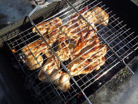 Шашлык из куриных крылышек в пикантном маринаде рецепт с фото
