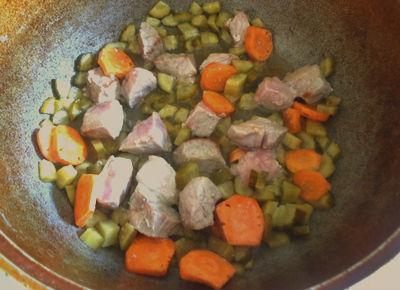 Режем и жарим овощи